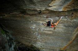 Sasha Digiulian  dans Pure Imagination 5.14c  / Red River Gorge (Chocolate Factory)