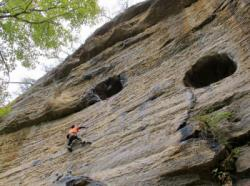 Christian  dans Bathtub Mary 5.11a  / Red River Gorge (Muir Valley - The Arsenal)